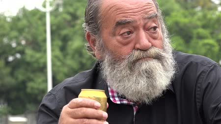maço : Bearded Alcoholic Old Man