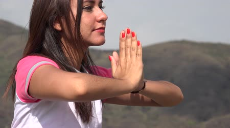 ruhanilik : Yoga Pose In Mountains Stok Video