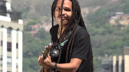 gitáros : African Reggea Guitarist With Dreadlocks