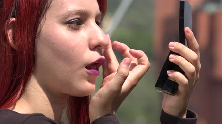 investigar : Teen Female Checking Makeup In Mirror Vídeos