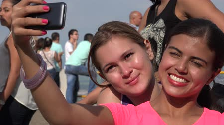 cimborák : Tourist Girl Friends Taking Selfie