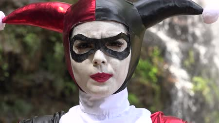 coringa : Cosplay Jester Girl Thinking Stock Footage