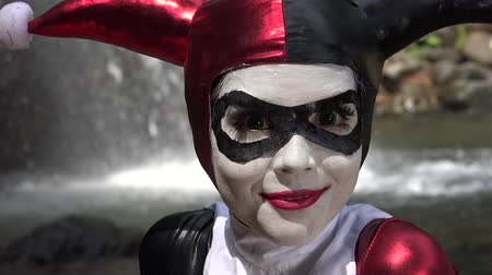 coringa : Happy Female Jester Cosplay Stock Footage