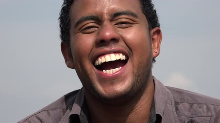 emoties : Happy Man Lachen En Glimlachen