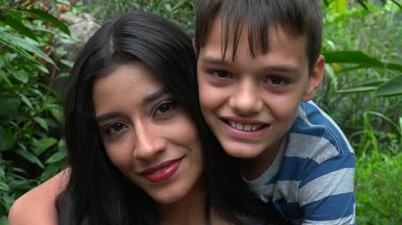 único : Happy Single Mother And Teen Son