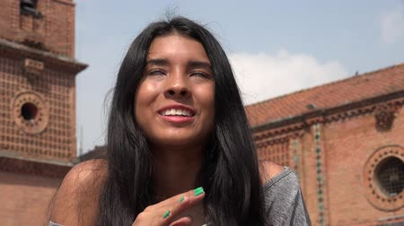 mluvení : Excited Teen Girl Talking