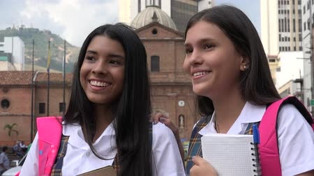 idade média : Young Female Students Talking Stock Footage