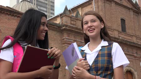 seminair : Catholic School Girls Holding schoolboeken