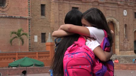 sarılmak : Teen Students Hug And Say Goodbye