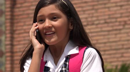 falar : Happy Child Talking On Cell