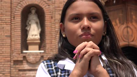 talep : Catholic School Girl Praying