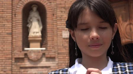 talep : Christian Girl Praying To God