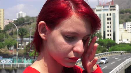 vöröshajú : Young Teen Redheaded Girl Tearful And Unhappy