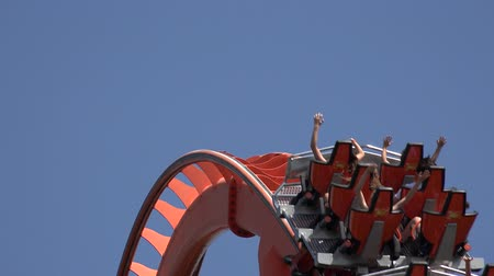rolete : Roller Coaster At Theme Park Vídeos