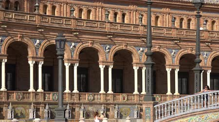 visitantes : Tourists At Spanish Palace Stock Footage