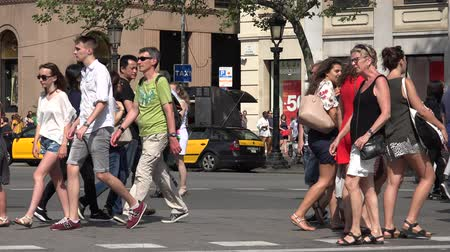 zsúfolt : Pedestrians On Crowded Street