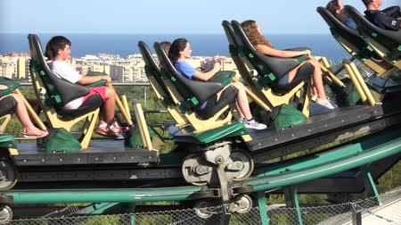 kerék : People Riding Roller Coaster