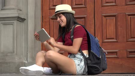 gadżety : Teen Student Using Tablet Wideo