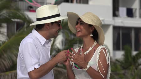 hayran olmak : Excited Tourists Couple In Love Stok Video