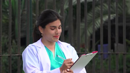 zawód : Young Female Doctor Or Nurse Writing Wideo