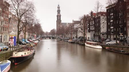 europeu : a shot of canal and street scene in amsterdam Vídeos