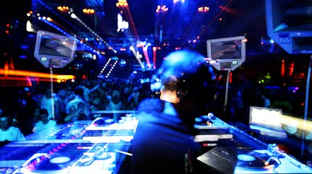 klipek : shot of dj playing from behind looking out to the crowd in privilege club, ibiza, spain Stock mozgókép