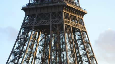 башни : eiffel tower in paris, france
