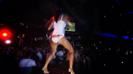 клуб : dancers at a club in ibiza