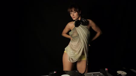 dancer : beautiful young female dj, behind the decks at a club Stock Footage