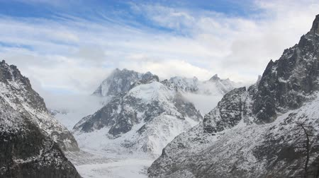 montanhismo : mountain timelapse in chamonix, french alps