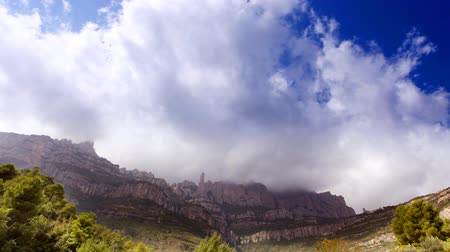 manastır : Timelapse of the famous and majestic montserrat mountains in catalonia, near barcelona, spain (amazing clouds) Stok Video
