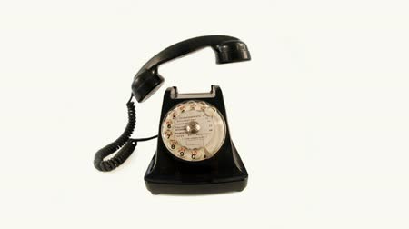 reciever : stopmotion of an old style telephone ringing