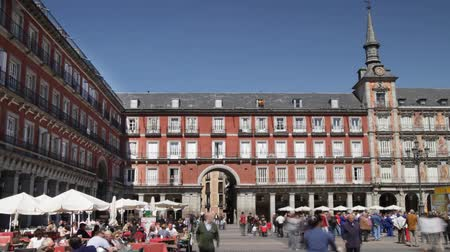 madryt : the famous placa mejor in madrid on a sunny afternoon