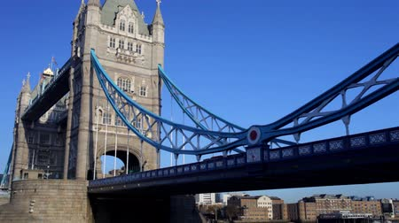 mosty : panning shot of tower bridge and london skyline, on a nice sunny day, london