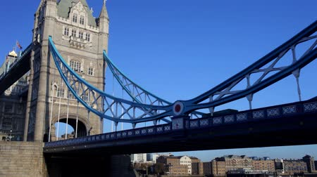 mosty : panning shot of tower bridge in london, on a nice sunny day, london