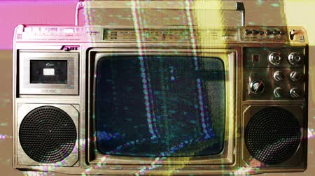 лента : a retro ghetto blaster with built-in television