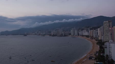 meksyk : timelapse of the huge bay of hotels stretching along the coast in acapulco, mexico