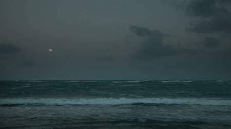 starlit : timelapse of moon rising over ocean in mexico