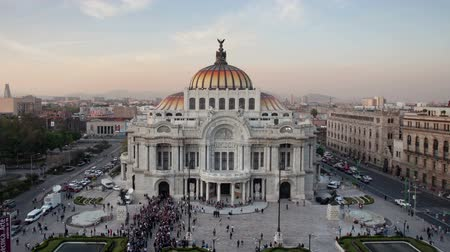 meksyk : time-lapse of the impressive bellas artes building in mexico city as day turns to night Wideo