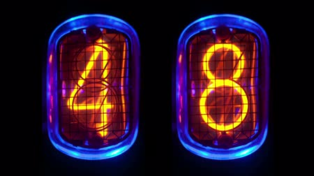 dígitos : a numerical counter and number sequence filmed with an old nixie tube clock Vídeos