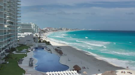 дорогой : timelapse of the bay of hotels stretching along the coast in cancun, mexico