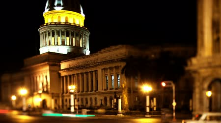 kuba : timelapse at night of the capitolio building in the centre of havana, cuba Stock mozgókép