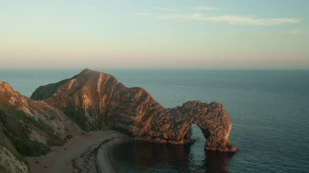 anglia : sunset timelapse of the stunning and dramatic coastline at durdle door on the dorset coast, england