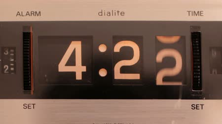 alarme : stop motion of an old style flip clock Vídeos