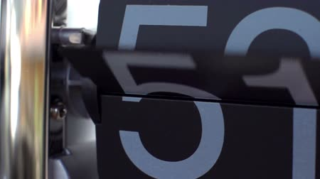 relógio : stop motion of a flip clock shot in super slow motion with the sony FS700 high speed camera Vídeos