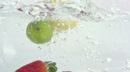 citrusové plody : fresh fruit dropped into water shot in super slow motion with the sony FS700 high speed camera