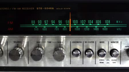novela : a vintage radio changing the frequency
