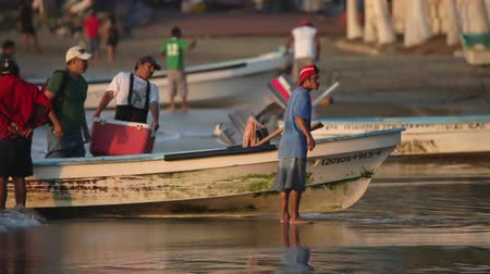 fishing industry : fishermen arriving at dawn in zihuatanejo with their catch to sell at the market, mexico