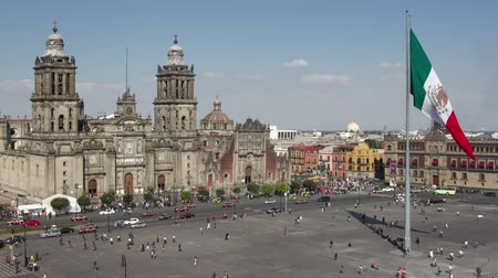 meksyk : time-lapse of the zocalo in mexico city, with the cathedral and giant flag in the centre