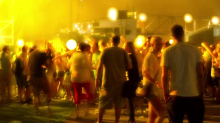 festivais : timelapse of the audience at a dance music festival in barcelona